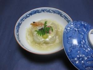 煮物:梅花大根海老射込み湯葉餡掛け