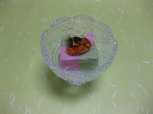 先付:桜と蓬の市松豆腐生雲丹添え