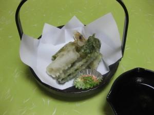 揚げ物:才巻海老茶蕎麦揚げ