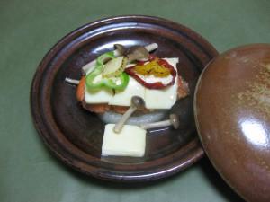 焼き物:秋鮭チーズ陶板焼き