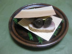 焼き物:合鴨と丹波しめじの杉板焼き