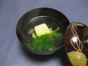 吸物:蟹味噌豆腐としめじ