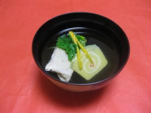 吸い物:海老真薯の湯葉包み