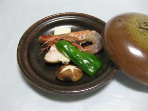焼物:海老と鶏の陶板焼き