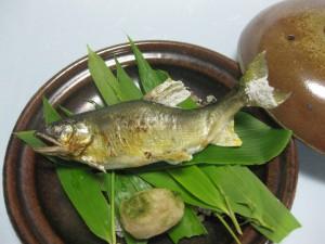 鮎の笹陶板焼き