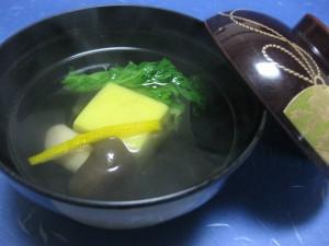 吸物:柚子豆腐としめじ